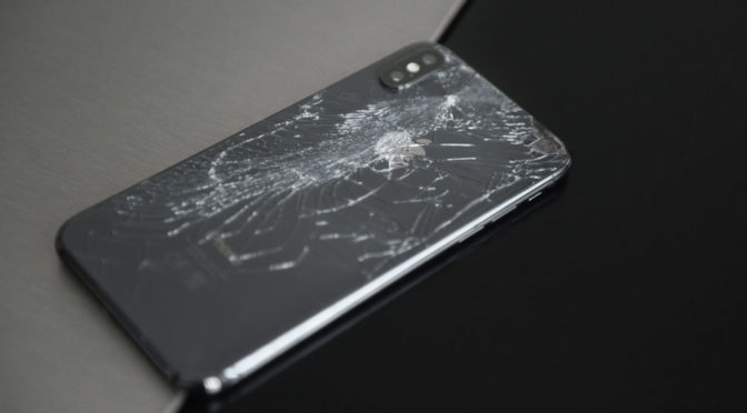 4 Safety Risks of Using An iPhone With a Broken Screen